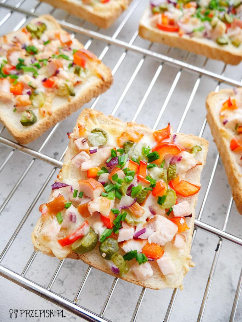 Szybkie zapiekanki tostowe