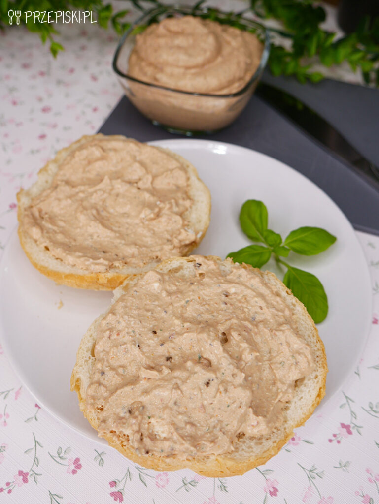 Pasta kanapkowa z fety i suszonych pomidorów - przepis